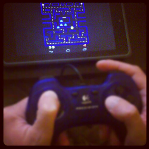 Google Nexus 7 con gamepad USB y MAME